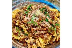 Riccioli Pasta con Ragù di Vitello
